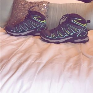 Salomon 8.5 high top ortho hiking shoe